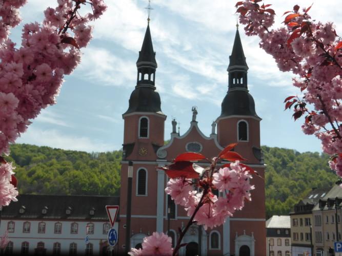 Retreat in Deutschland: Der Jakobsweg führt nicht nur durch die Natur sondern auch durch Orte.