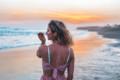 Angelina Hasche am Strand von Bali